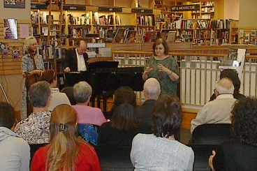 Borders Books - Pasadena, CA Sunday afternoon concert featuring Carol Worthey's 'Elegy' (photo by Ray Korns)