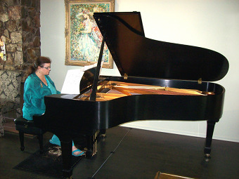Carol Worthey, Piano